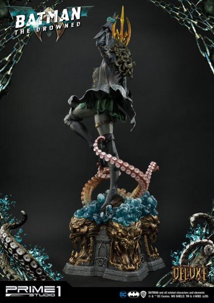 """Zur Comicbuch-Reihe """"Dark Nights: Metal"""" kommt diese fantastische Statue. Sie ist ca. 89 x 47 x 46 cm groß und wurde aus hochwertigem Polystone gefertigt.Das edle Sammlerstück wird mit ansprechender Base in einer bedruckten Box geliefert.Die Deluxe Versio"""