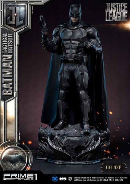 """Zum DC Blockbuster """"Justice League"""" kommt diese fantastische Statue. Sie ist ca. 88 x 43 x 34 cm groß und wurde aus hochwertigem Polystone gefertigt.Das edle Sammlerstück wird mit ansprechender Base, styropor-geschützt, in einem bedruckten Sammlerkarton g"""