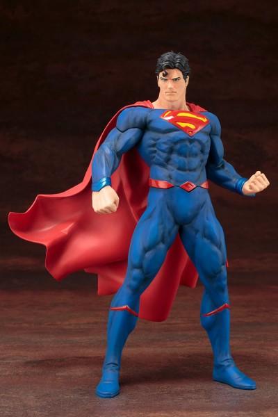 Aus der erfolgreichen ´ARTFX+´ Reihe von Kotobukiya kommt diese Statue von Superman.Die detailreiche PVC Statue im Maßstab 1/10 ist ca. 20 cm groß.Die Statue muss in wenigen, einfachen Schritten zusammengesteckt werden und kommt im bedruckten Karton.