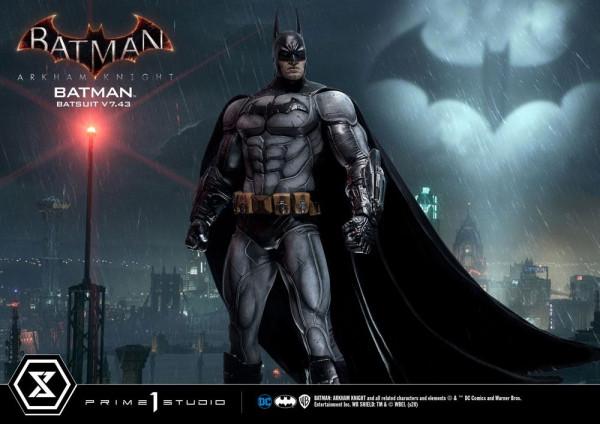 Zum Videospiel ´Batman Arkham Knight´ kommt diese fantastische Statue von Batman im Maßstab 1:3. Sie ist ca. 86 cm groß und wurde aus hochwertigem Polystone gefertigt. Sie zeigt Batman im v7.43 Batsuit.<br /><br />Das edle Sammlerstück wird mit ansprechen