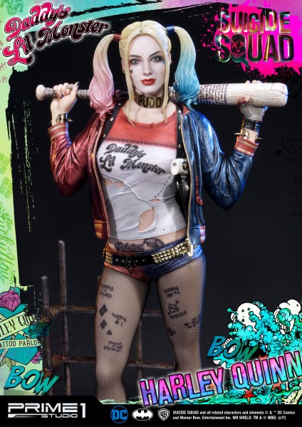 Zum DC Blockbuster ´Suicide Squad´ kommt diese fantastische Statue von Harley Quinn im Maßstab 1:3. Sie ist ca. 72 x 39 x 35 cm groß und wurde aus hochwertigem Polystone gefertigt.Das edle Sammlerstück wird mit drei austauschbaren Köpfen und ansprechender