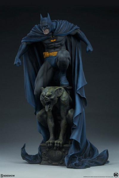 """Diese hochwertige Statue aus Sideshow's """"Premium Format"""" Reihe ist ca. 57 x 33 x 28 cm groß, trägt einen echten Stoffumhang und wurde aus hochwertigem Polystone gefertigt. Sie ist handbemalt und wurde handnummeriert. Geliefert wird das Sammlerstück inkl."""