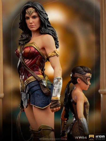 """Zum Film """"Wonder Woman 1984"""" kommt diese offiziell lizenzierte Statue aus Resin. Die im Maßstab 1/10 gehaltene Statue ist ca. 20 x 12 x 12 cm groß und wird mit passender Base in einer bedruckten Box geliefert."""