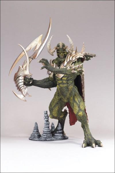 Die Figur ist ca. 15cm groß und hat eine Bodenplatte mit dabei.