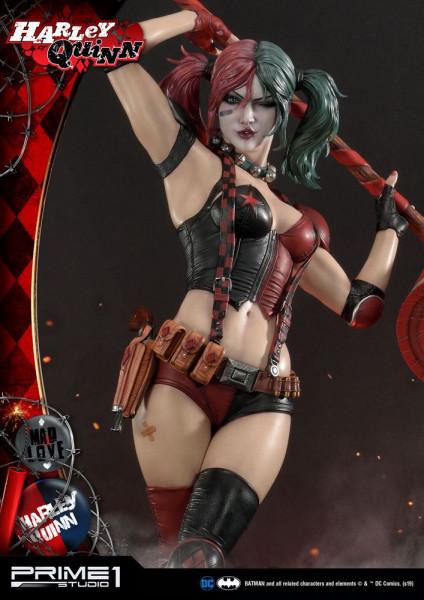 """Prime 1 Studio präsentiert diese fantastische Statue von Harley Quinn im Maßstab 1/3 aus dem """"DC Comics"""" Universum. Sie ist ca. 91 x 57 x 53 cm groß und wurde aus hochwertigem Polystone gefertigt.Das limitierte Sammlerstück wird mit ansprechender Base und"""