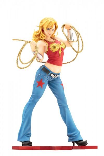 Aus Kotobukiyas beliebter ´Bishoujo´-Reihe kommt diese aufregende PVC Statue von Wonder Girl.Die von Shunya Yamashita entworfene Statue ist ca. 22 cm groß und wird mit ansprechender Base in einer Fensterbox geliefert.