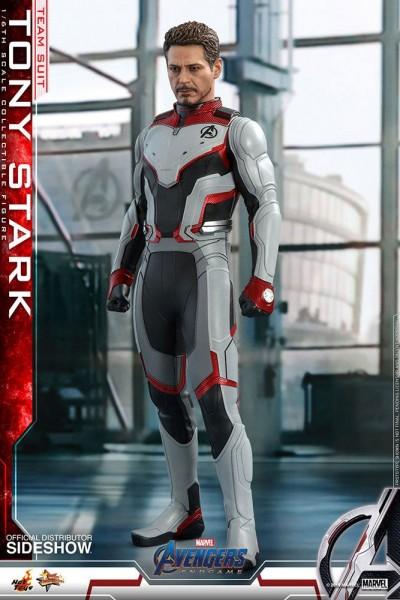 """Aus Hot Toys' luxuriöser """"Movie Masterpiece""""-Reihe kommt diese großartige Actionfigur aus dem Marvel Blockbuster """"Avengers: Endgame"""". Sie ist ca. 30 cm groß, trägt echte Stoffkleidung und kommt mit zahlreichen Austausch- und Zubehörteilen in einer schicke"""