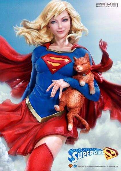 """Prime 1 Studio präsentiert diese fantastische Statue von Supergirl im Maßstab 1/3 aus dem """"DC Comics"""" Universum. Sie ist ca. 78 x 50 x 41 cm groß und wurde aus hochwertigem Polystone gefertigt.Das limitierte Sammlerstück wird mit ansprechender Base und au"""