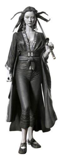 """Miho Actionfigur in der Schwarz/Weiß Version 18 cm Zu Frank Millers Comic Adaption """"Sin City"""" kommt diese detaillierte Actionfigur von Miho. Sie ist 18 cm groß und wird mit Zubehör in einer Blisterverpackung geliefert."""