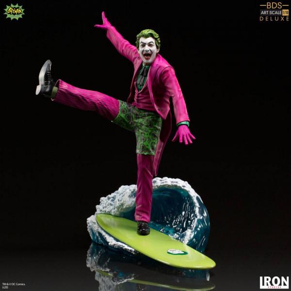 """Zur TV-Serie """"Batman"""" (1966) kommt diese offiziell lizenzierte Statue aus Resin. Die im Maßstab 1/10 gehaltene Statue ist ca. 23 cm groß und kommt mit passender Diorama-Base."""