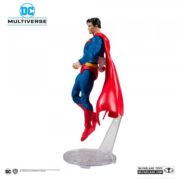 """Aus der Comicbuch-Reihe """"DC Rebirth"""" kommt diese detailreiche, bewegliche Actionfigur. Sie ist ca. 18 cm groß und wird mit weiterem Zubehör, Base und Sammelkarte in einer bedruckten Fensterbox geliefert."""
