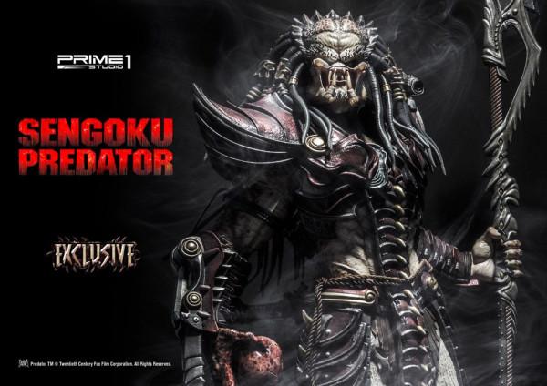 """Zur Dark Horse Comic Reihe """"Predator"""" kommt diese fantastische Statue vom Sengoku Predator. Das Sammlerstück ist ca. 89 x 47 x 41 cm groß und wurde aus hochwertigem Polystone gefertigt. Die Statue wird styropor-geschützt, in einer bedruckten Box geliefert"""
