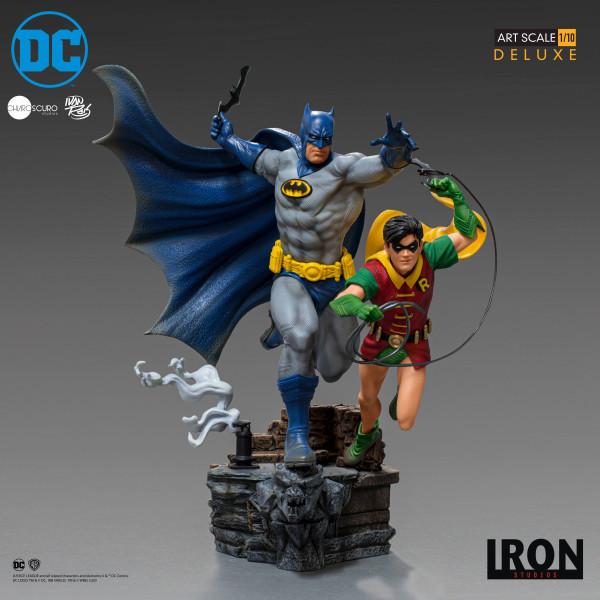 Aus dem DC Comics Universum kommt diese offiziell lizenzierte Statue aus Resin. Die im Maßstab 1/10 gehaltene Statue ist ca. 25 x 22 x 24 cm groß und kommt mit passender Base.