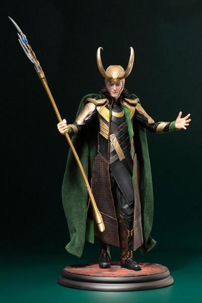 Aus der erfolgreichen ´ARTFX´ Reihe von Kotobukiya kommt diese Statue von Loki.<br /><br />Die detailreiche PVC Statue im Maßstab 1/6 ist ca. 37 cm groß.<br /><br />Die Statue muss in wenigen, einfachen Schritten zusammengesteckt werden und kommt im bedru