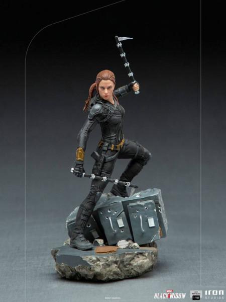 """Zum Marvel Blockbuster """"Black Widow"""" kommt diese offiziell lizenzierte Statue aus Resin. Die im Maßstab 1/10 gehaltene Statue ist ca. 21 x 11 x 13 cm groß und kommt mit passender Diorama-Base."""
