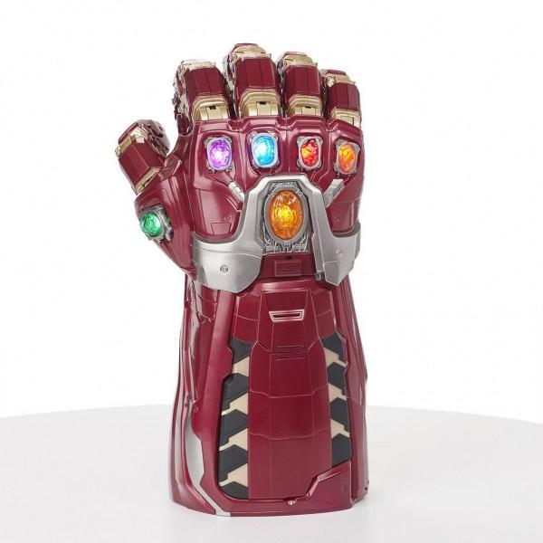 Erweitere deine Marvel Legends Sammlung mit dem elektronischen Nano Gauntlet. Bringe eine der mächtigsten Waffen des Marvel Universums zum Leben! Mit diesem Nano Gauntlet aus der Marvel Legends Serie kannst du die Kraft der Infinity-Steine kontrollieren u