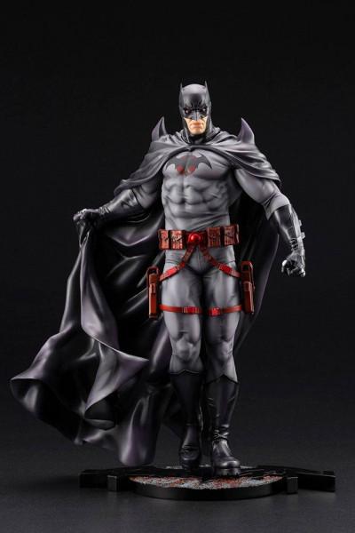 Aus der erfolgreichen ´ARTFX´ Reihe von Kotobukiya kommt diese aufregende Statue von Batman.<br /><br />Die detailreiche PVC Statue im Maßstab 1/6 ist ca. 33 cm gross und wird in einer Fensterbox geliefert.<br /><br />Die Statue muss in wenigen, einfachen