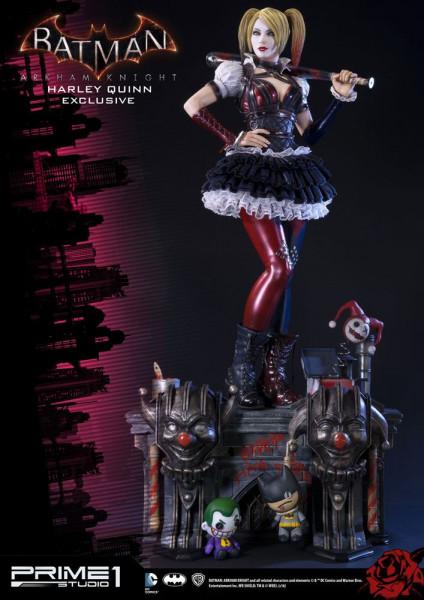 Zum Videospiel ´Batman Arkham Knight´ kommt diese fantastische Statue von Harley Quinn im Maßstab 1:3. Sie ist ca. 73 cm groß und wurde aus hochwertigem Polystone gefertigt.<br /><br />Das edle Sammlerstück wird mit ansprechender Base geliefert.<br /><br