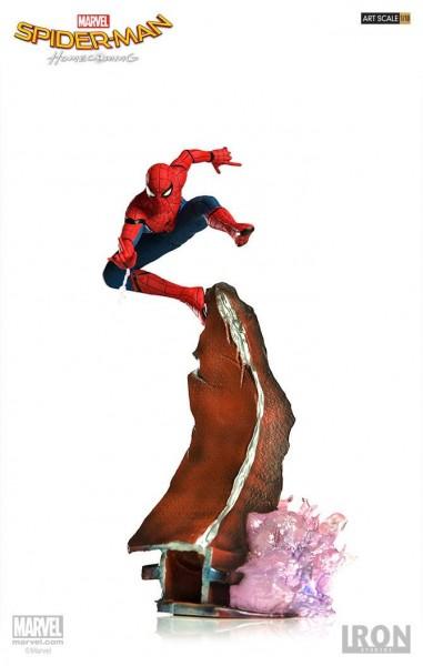 """Zum Marvel Blockbuster """"Spider-Man: Homecoming"""" kommt diese offiziell lizenzierte Statue aus Resin. Die im Maßstab 1/10 gehaltene Statue ist ca. 26 cm groß und kommt mit passender Base. Zusammen mit den anderen Statuen der Spider-Man Homecoming """"Battle D"""