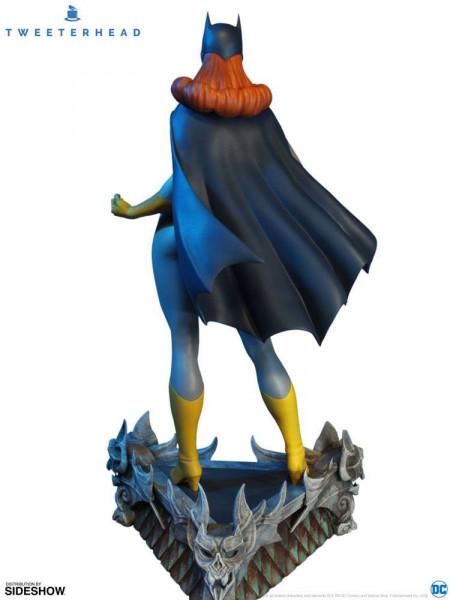 Aus dem DC Comics Universum kommt diese detailreiche Statue aus hochwertigem Resin. Sie ist ca. 41 cm groß und wird in einer bedruckten Box geliefert.