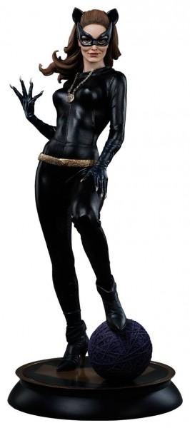 Diese großartige Figur im Maßstab 1/4 zeigt Julie Newmar als Catwoman aus der klassichen Batman TV-Serie. Die hochwertige Figur aus Sideshow´s ´Premium Format´ Reihe ist ca. 51 cm groß, wurde aus Polystone gefertigt und trägt echte Stoffkleidung. Sie ist