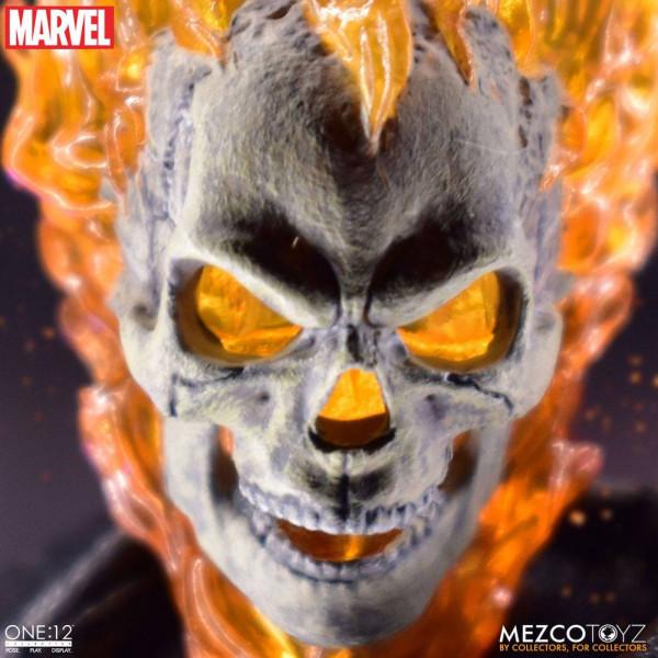 Aus Mezcos ´The One:12 Collective´-Reihe kommt dieses Set mit einer Ghost Rider Actionfigur und dem Hell Cycle. Sie verfügen über eingebaute Sound- und Leuchtfunktionen und werden mit jeder Menge Zubehör und Austauschteilen in einer Fensterbox geliefert.<