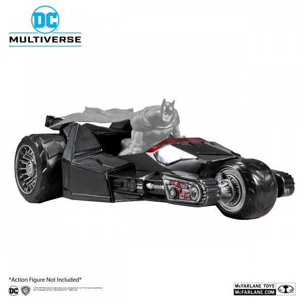 """Aus der Comicbuch-Reihe """"Dark Nights: Metal"""" kommt diese detailreiche Fahrzeug aus PVC. Es ist ca. 20 x 30 cm groß und wird inkl. Sammelkarte in einer bedruckten Fensterbox geliefert.<br /><br />Das Fahrzeug kann für alle McFarlane Actionfiguren aus dem D"""