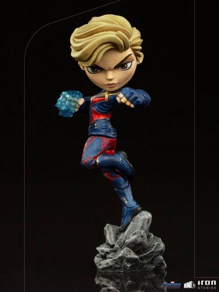 """Aus Iron Studios """"Mini Co.""""-Reihe kommt diese detailreiche Minifigur aus PVC. Sie ist ca. 18 x 7 x 9 cm groß und wird inkl. Base in einer Fensterbox geliefert."""
