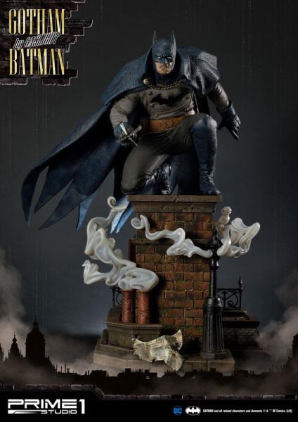 """Prime 1 Studio präsentiert diese fantastische Statue von Batman im Maßstab 1/5 aus dem Videospiel """"Batman: Arkham Origins"""". Sie ist ca. 57 x 44 x 47 cm groß und wurde aus hochwertigem Polystone gefertigt.Das limitierte Sammlerstück wird mit ansprechender"""