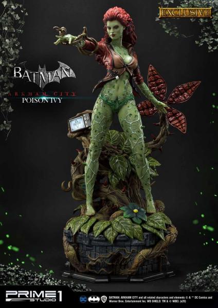 """Prime 1 Studio präsentiert diese fantastische Statue von Poison Ivy im Maßstab 1/3 aus dem Videospiel """"Batman: Arkham City"""". Sie ist ca. 80,5 x 41,8 x 50,8 cm groß und wurde aus hochwertigem Polystone gefertigt. Sie verfügt außerdem über eine LED-Leuchtfu"""