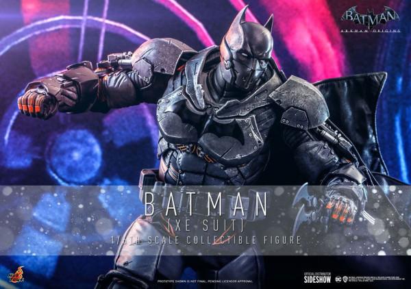 """Hot Toys präsentiert diese großartige Actionfigur aus dem Videospiel """"Batman: Arkham Origins"""". Sie ist ca. 33 cm groß, und kommt mit zahlreichen Austausch- und Zubehörteilen in einer schicken Fensterbox mit Schuber."""