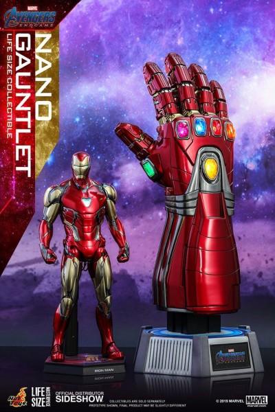 """Aus Hot Toys' luxuriöser """"Life-Size Masterpiece""""-Reihe kommt diese originalgetreue Nachbildung des Nano Gauntlets aus dem Marvel Blockbuster """"Avengers: Endgame"""". Die Replik ist ca. 52 cm groß, verfügt über LED-Leuchtfunktionen mit zwei verschiedenen Modi"""