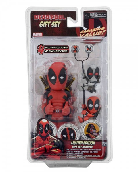 Aus dem Marvel Comics Universum kommt dieses exklusive Gift Set mit folgendem Inhalt:\n\n- 1x Deadpool Body Knocker\n- 1x Deadpool Kopfhörer (Earbuds)\n- 2x Scaler\n- 3x Deadpool Hubsnaps
