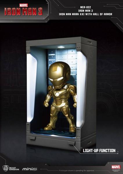"""Zu Marvels Blockbuster ´Iron Man 3´ kommt diese detailreiche Actionfigur aus der ´Egg Attack Action´ Serie von Beast Kingdom Toys. Sie wird mit weiterem Zubehör sowie Teilen der """"Hall of Armor"""" mit LED-Leuchtfunktionen geliefert. Sie ist ca. 8 cm groß. <b"""