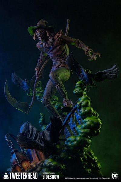 """Zu """"DC Comics"""" kommt diese detailreiche Statue aus hochwertigem Resin. Sie ist ca. 51 x 38 x 33 cm groß und kommt inklusive Base in einer Geschenkverpackung."""