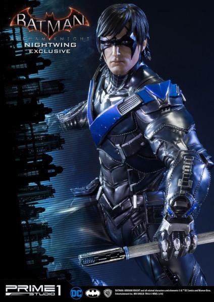 Zum Videospiel ´Batman Arkham Knight´ kommt diese fantastische Statue von Nightwing im Maßstab 1:3. Sie ist ca. 69 cm groß und wurde aus hochwertigem Polystone gefertigt.<br /><br />Das edle Sammlerstück wird mit ansprechender Base geliefert.<br /><br />D
