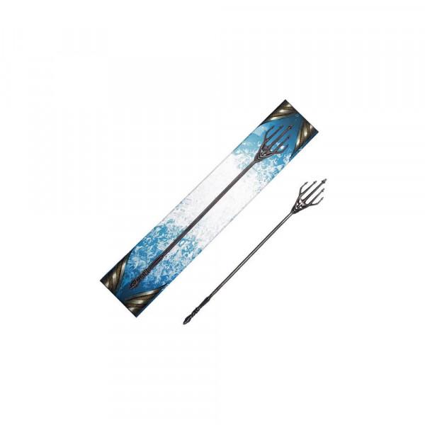 """Zum Film """"Aquaman"""" kommt diese qualitativ hochwertige Mini Replik aus Metall von Atlannas Dreizack.<br /><br />Größe: 30 cm"""