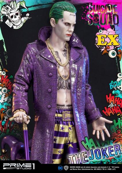 Zum DC Blockbuster ´Suicide Squad´ kommt diese fantastische Statue vom Joker im Maßstab 1:3. Sie ist ca. 74 x 38 x 35 cm groß und wurde aus hochwertigem Polystone gefertigt.<br /><br />Das edle Sammlerstück wird mit zwei austauschbaren Köpfen und ansprech